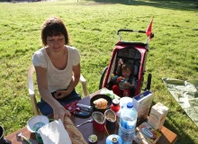 petit déj à mulhouse au camping // ein nachbar besteht darauf uns tisch und stühle auszuleihen ;-)
